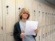 Студент с бумагой A+ Стоковое Изображение