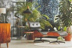 Студия с винтажной мебелью стоковое фото rf