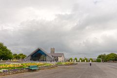Стук, Mayo, Ирландия Святыня Мэриан ` s Ирландии национальная в Co Mayo, посещенном мимо над 1 5 миллионов людей каждый год Святы стоковое изображение