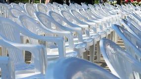 стулы опорожняют белизну Стоковые Изображения RF