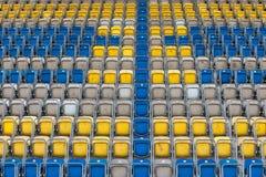 стулы опорожняют стадион Стоковые Фото