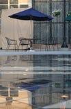 стулы опорожняют таблицу Стоковое Изображение RF