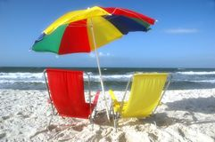 стулы пляжа зашкурят зонтик Стоковое фото RF