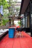 стулы справляются рециркулированный красный цвет Стоковые Изображения RF