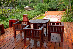 стулы ставят деревянное на обсуждение Стоковая Фотография