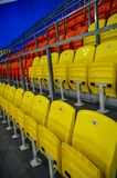 Стулья на стадионе стоковое фото