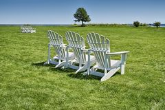 3 стуль на лужайке Стоковые Фотографии RF