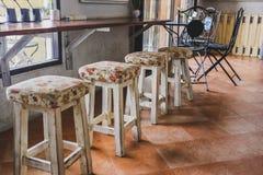 Стул 4 в кафе стоковые изображения rf