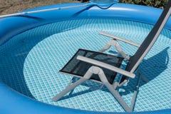 Стул, который нужно ослабить в бассейне Стоковое Фото