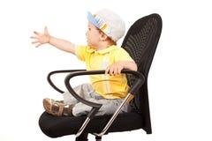 стул мальчика немногая сидя Стоковые Фото