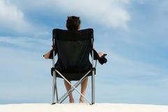 стул мальчика пляжа Стоковая Фотография