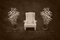 Стул год сбора винограда в темной комнате Стоковая Фотография