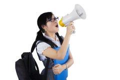 Студентка крича через мегафон Стоковая Фотография