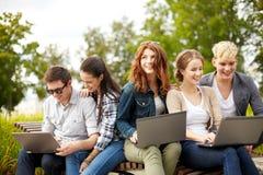 Студенты или подростки с портативными компьютерами Стоковое Изображение