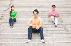 Студенты на лестнице Стоковые Фотографии RF