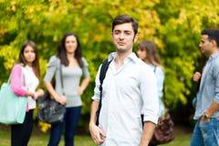 Студенты на парке стоковые фото