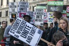 Студенты принимать марш протеста против гонораров стоковые фотографии rf