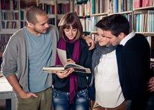 Студенты учя совместно Стоковые Фотографии RF