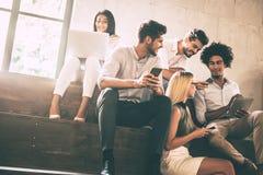 Студенты цифрового века стоковое изображение rf