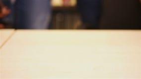 Студенты штабелируя руки для поддержки видеоматериал