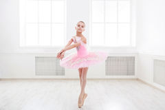 Студент балета работая в костюме балета Стоковые Фотографии RF