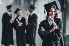 Студент-выпускник женщины в университете Стоковое фото RF