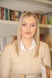 Студент в библиотеке Стоковое Изображение RF