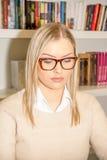 Студент в библиотеке Стоковое фото RF