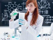 Студент в химической лаборатории Стоковые Фотографии RF