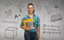 Студент в eyeglasses с папками и ПК таблетки Стоковое Изображение RF