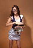 Студент девушки держа книгу, Стоковая Фотография RF