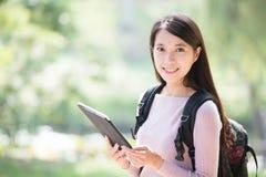 Студент женщины с цифровой таблеткой Стоковая Фотография