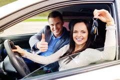 Студент инструктора по вождению и женщины Стоковое фото RF
