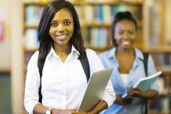 Студент колледжа держа компьтер-книжку Стоковая Фотография RF