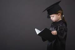 студент малыша диплома градуируя маленький Стоковое Фото