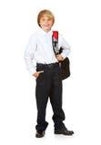 Студент: Мальчик с рюкзаком и рукой в карманн Стоковое Изображение
