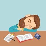 Студент спать на столе с книгой Стоковые Изображения