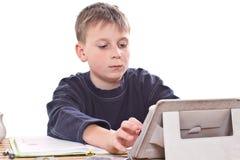 Студент для того чтобы сделать домашнюю работу Стоковые Фотографии RF