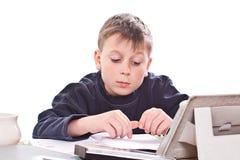Студент для того чтобы сделать домашнюю работу Стоковое Изображение RF