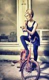 студия девушки ноги вверх по йоге Стоковое Изображение