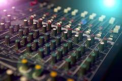 студия звукозаписи профессионала нот тональнозвукового пульта смешивая Стоковая Фотография RF