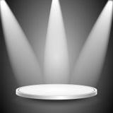Студия и spotlights.scene загоренные лучами searchli иллюстрация штока