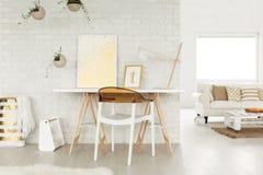 Студия просторной квартиры с местом для работы Стоковая Фотография