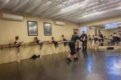 Студия танца инструкторов балета девушек Стоковое Изображение RF