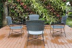 стул и стол ротанга плетеный на патио Стоковое Фото