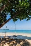 Стул качания предпосылки моря на туристе Payam Koh популярном на Ranong, Таиланде Стоковые Изображения