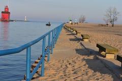 Стул маяка и камня на пляже Голландии Стоковое Фото