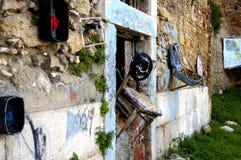 Стул на стене Стоковые Изображения RF