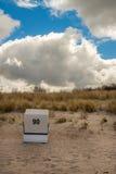 стул пляжа обнаружил местонахождение взморье курорта Стоковая Фотография