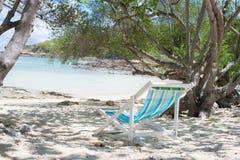 стул пляжа обнаружил местонахождение взморье курорта Стоковое Изображение RF